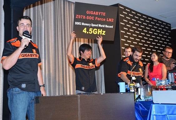 Record OC DDR3 4.5GHz GA-Z97X-SOC Forc -LN2 de Gigabyte